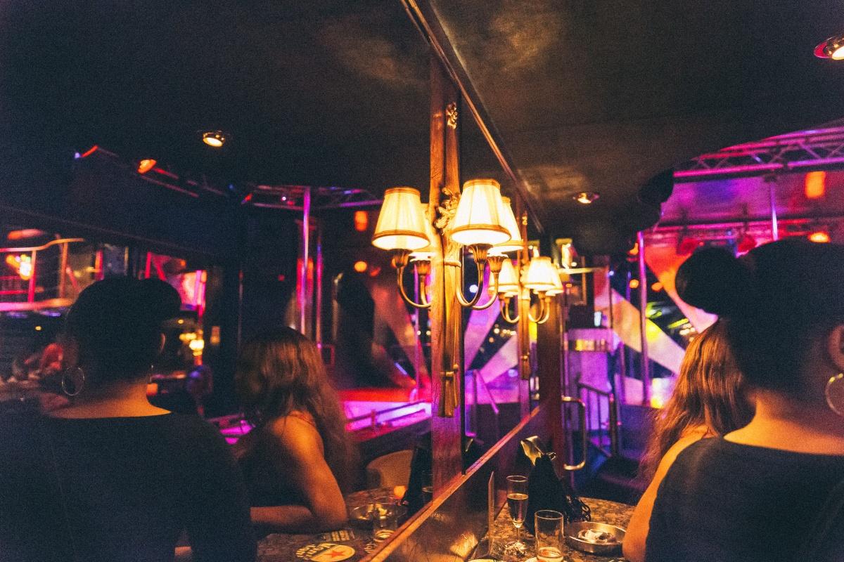 Rotterdamse nachten: Naaldhakken en glijmiddel in OQ